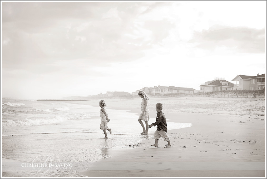 Black and white beach scene with children - NJ Beach Photographer
